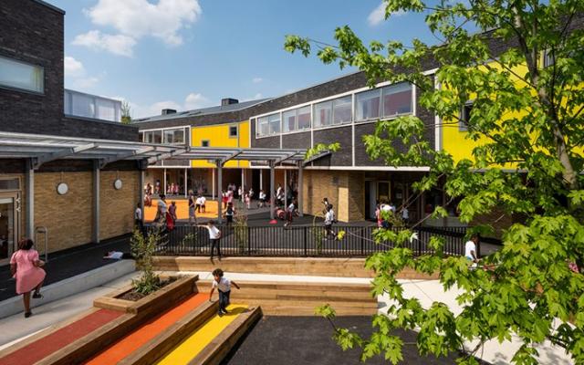 汲取周围建筑的灵感而建的小学—南伦敦小学