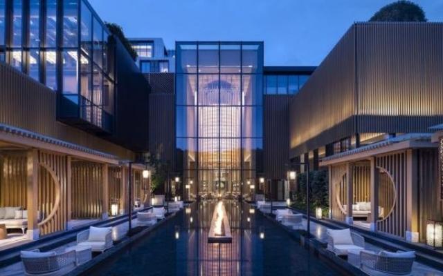 与苏州柏悦酒店会见 LIV 酒店设计年度建筑设计奖得主 Josh Chaiken